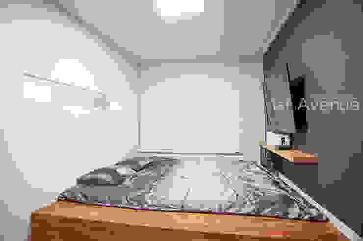 세아이들이 뛰어노는 유니크한 다락방과 다섯식구를 위한 보금자리 모던스타일 침실 by 퍼스트애비뉴 모던