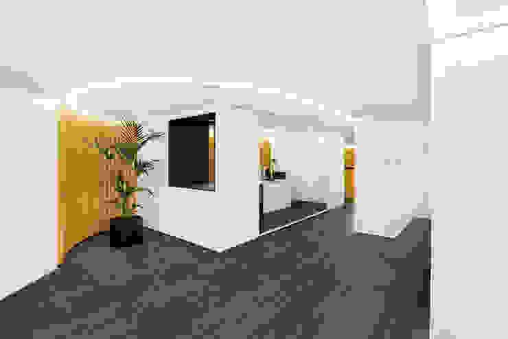 Colegio de Administradores de Fincas de Barcelona - Lleida Oficinas y tiendas de estilo minimalista de inAflat arquitectura Minimalista
