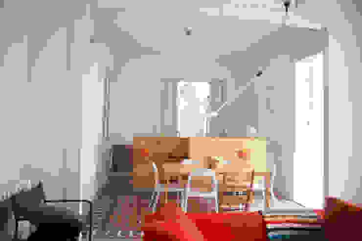 cocina - comedor - sala Salones de estilo moderno de PARRAMON + TAHULL arquitectes Moderno