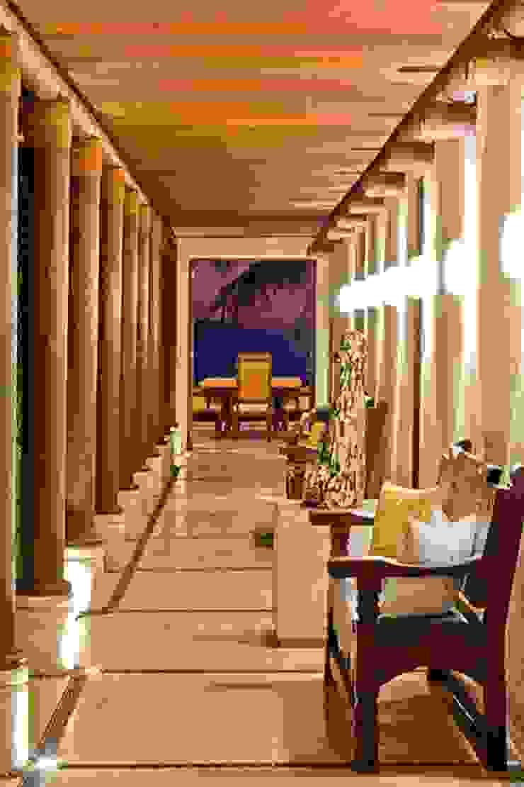 Pasillos. Casa Calandrias. BR Arquitectos Hoteles de estilo tropical de BR ARQUITECTOS Tropical
