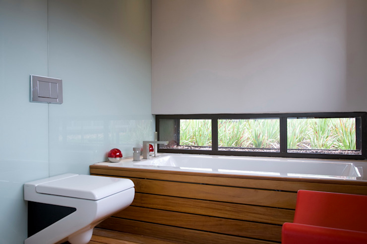 House Serengeti Modern bathroom by Nico Van Der Meulen Architects Modern