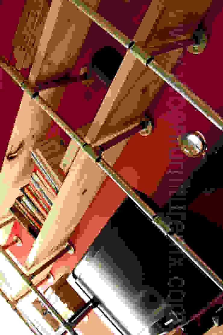 Estantería y mueble de televisión:  de estilo industrial por URBAN FURNITURE, Industrial
