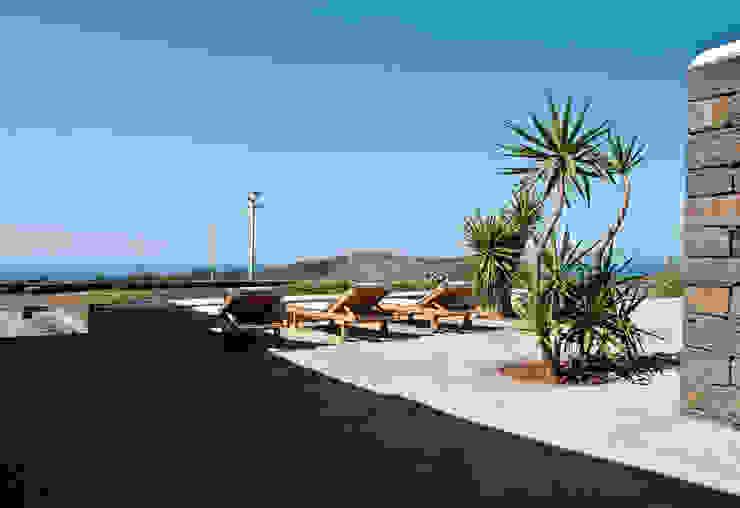 terrazzo esterno di Gianluca Bugeia ARCHITETTO Mediterraneo