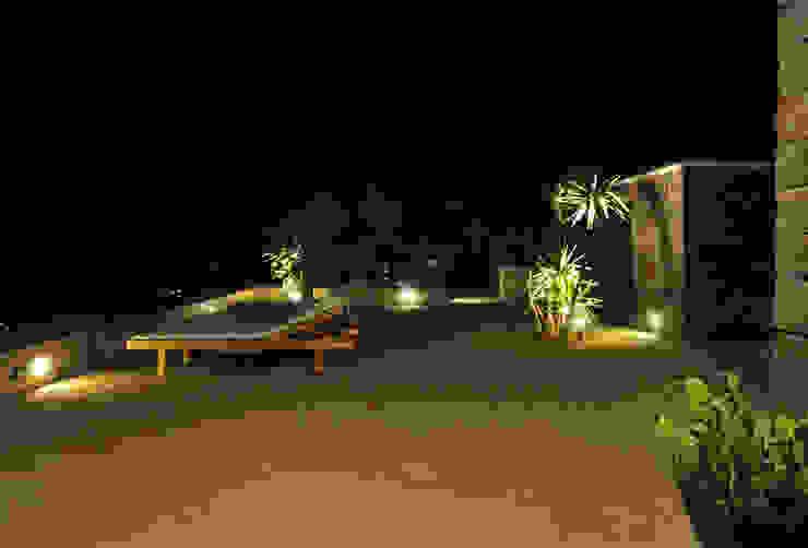 spazio esterno - illuminazio di Gianluca Bugeia ARCHITETTO Mediterraneo Pietra