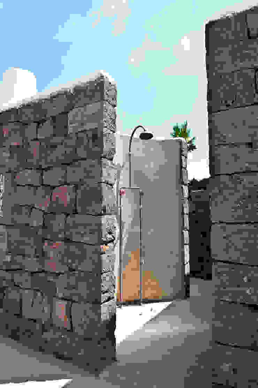 doccia esterna di Gianluca Bugeia ARCHITETTO Mediterraneo Pietra
