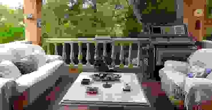Terraza Casas de estilo mediterráneo de LIVE PROPERTIES Mediterráneo
