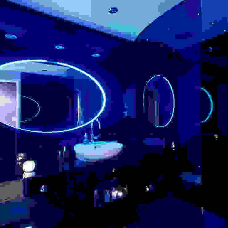 Luxury Penthouse London Modern bathroom by Quirke McNamara Modern