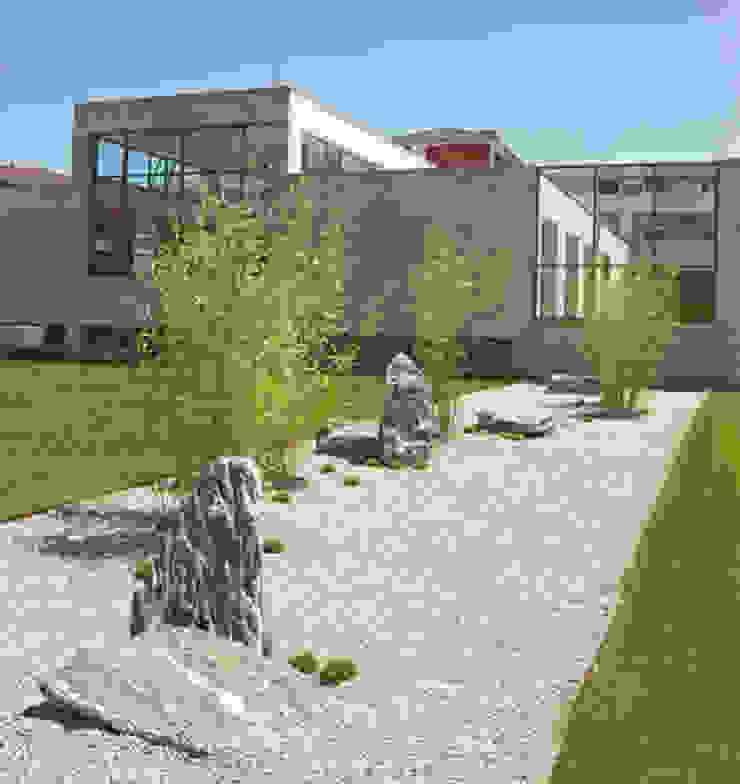 Centro de Salud de Contrueces – Lastra Arquitectos Clínicas de estilo moderno de Lastra Arquitectos Moderno