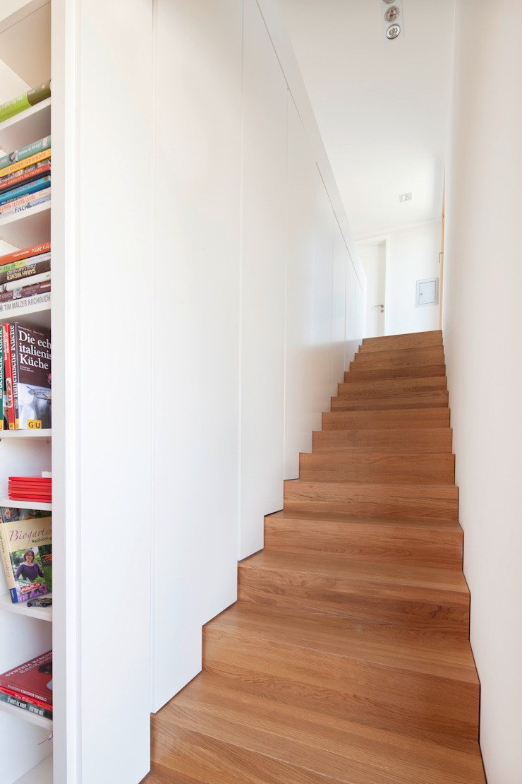 Modern corridor, hallway & stairs by in_design architektur Modern