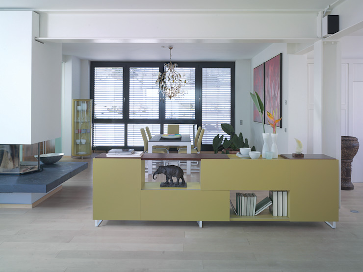 Salones de estilo moderno de die COLLECTION Moderno