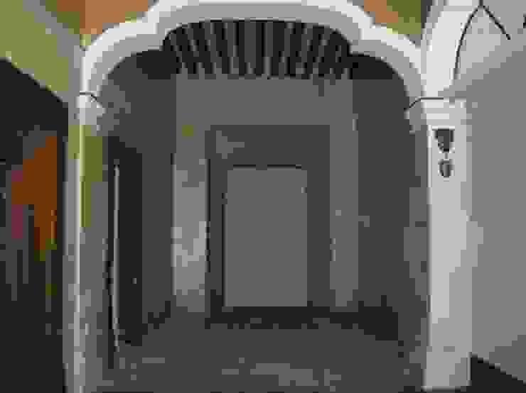 ESTADO ORIGINAL DE LA FINCA:  de estilo colonial por Mezzanine Arquitectura, Colonial