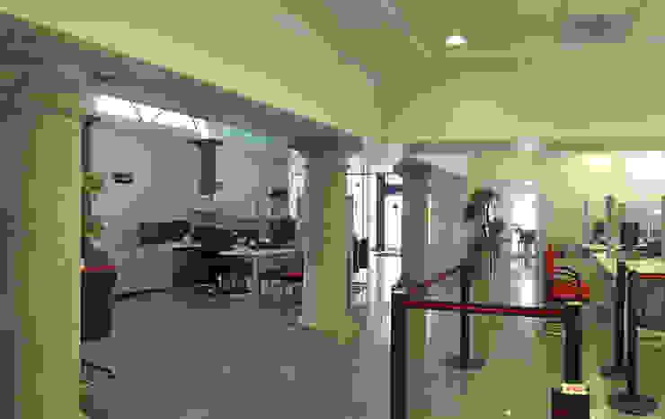 Sucursal Bancaria en Ciudad Guzmán Edificios de oficinas de estilo colonial de Mezzanine Arquitectura Colonial