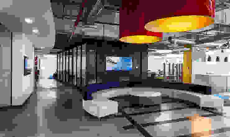 Grupo CP Edificios de oficinas de estilo moderno de SpAce Moderno