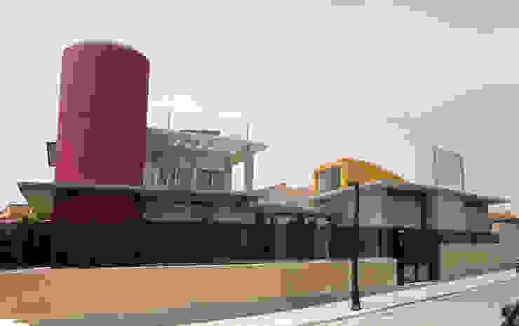 Fachada calle. Casas de estilo mediterráneo de garcia de leonardo arquitectos Mediterráneo