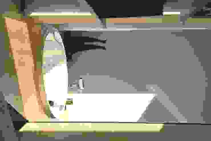 barrierefreier Wohnungsumbau Badezimmer von c.f.Architekten