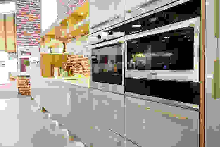 Grand Designs LIVE 2013 Celebrity Show Demo Kitchen : modern  by Henley McKay Kitchens, Modern