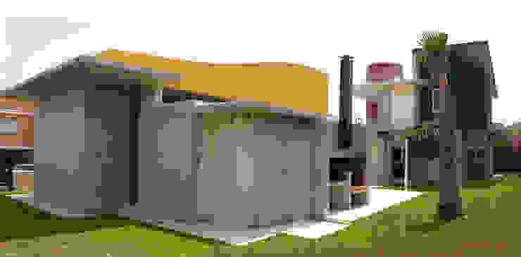 Fachada trasera Balcones y terrazas de estilo mediterráneo de garcia de leonardo arquitectos Mediterráneo