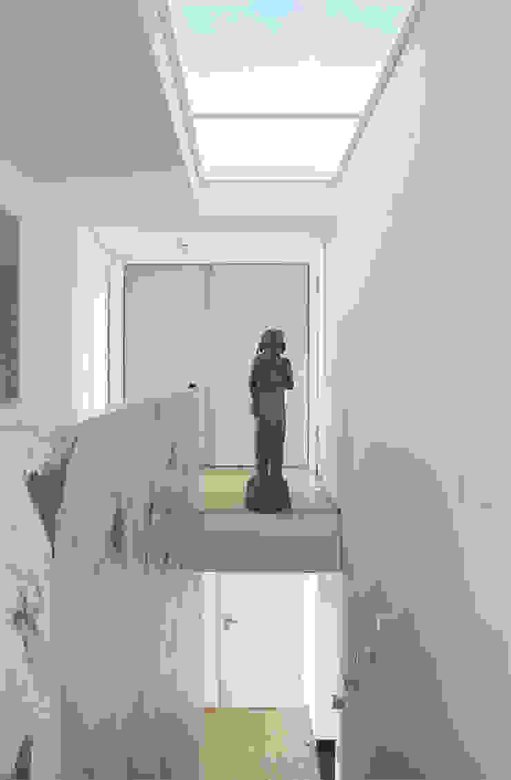 Pasillos, vestíbulos y escaleras. de THOMAS GRÜNINGER ARCHITEKTEN BDA