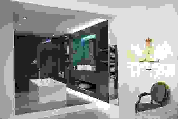 Chambre ouverte sur salle de bains Maisons modernes par Galaktik Moderne