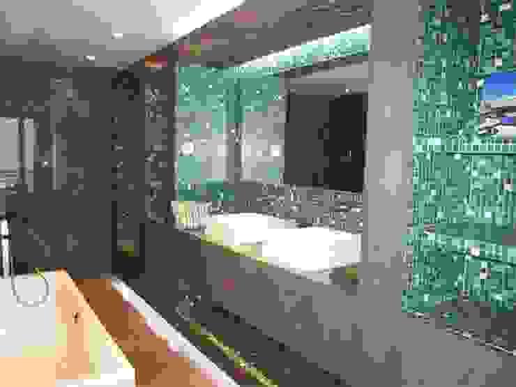 Salle de bains Maisons modernes par Galaktik Moderne