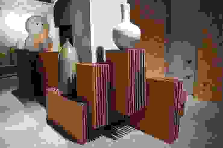 Préseentoirs en carton support d'exposition Espaces commerciaux modernes par Galaktik Moderne