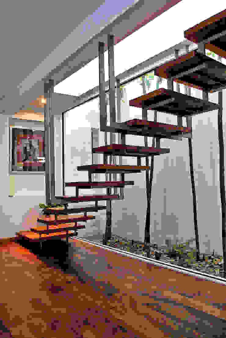 الممر الحديث، المدخل و الدرج من CORTéS Arquitectos حداثي