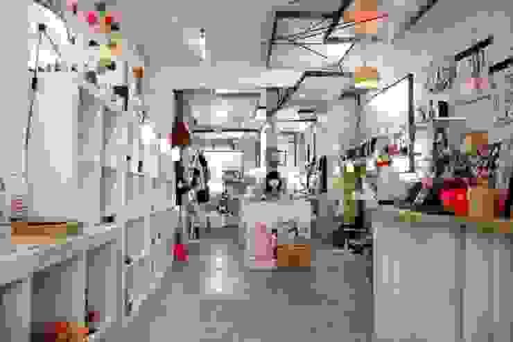 Vue d'ensemble du magasin Espaces commerciaux modernes par Galaktik Moderne