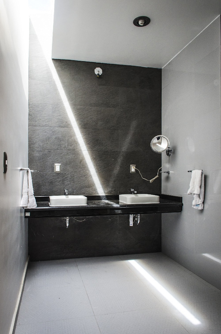 CASA C+G Baños modernos de PLASTIK ARQUITECTOS Moderno