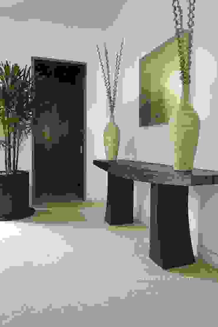 Koridor & Tangga Modern Oleh Marmoles ARCA Modern