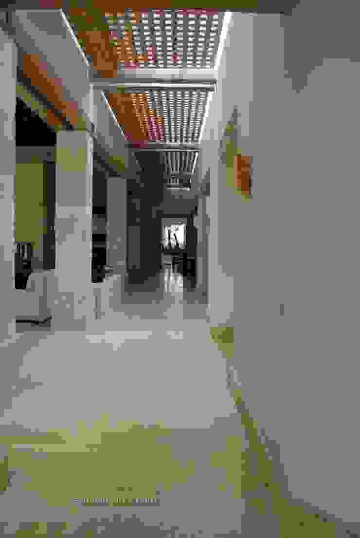 Kantor & Toko Modern Oleh Marmoles ARCA Modern