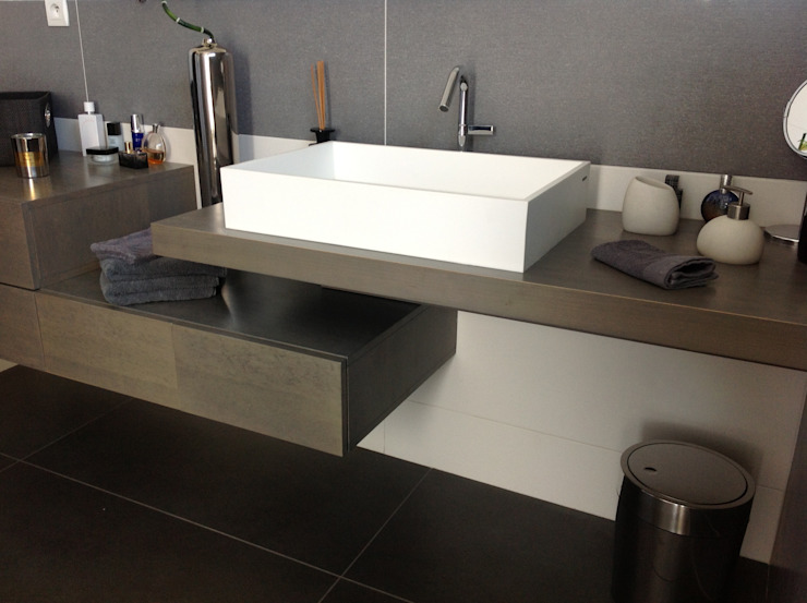 Minimalist style bathroom by Myriam Galibert Amenagement Minimalist