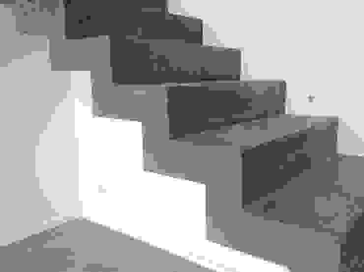 Conception d'un escalier en béton par Myriam Galibert Amenagement Minimaliste