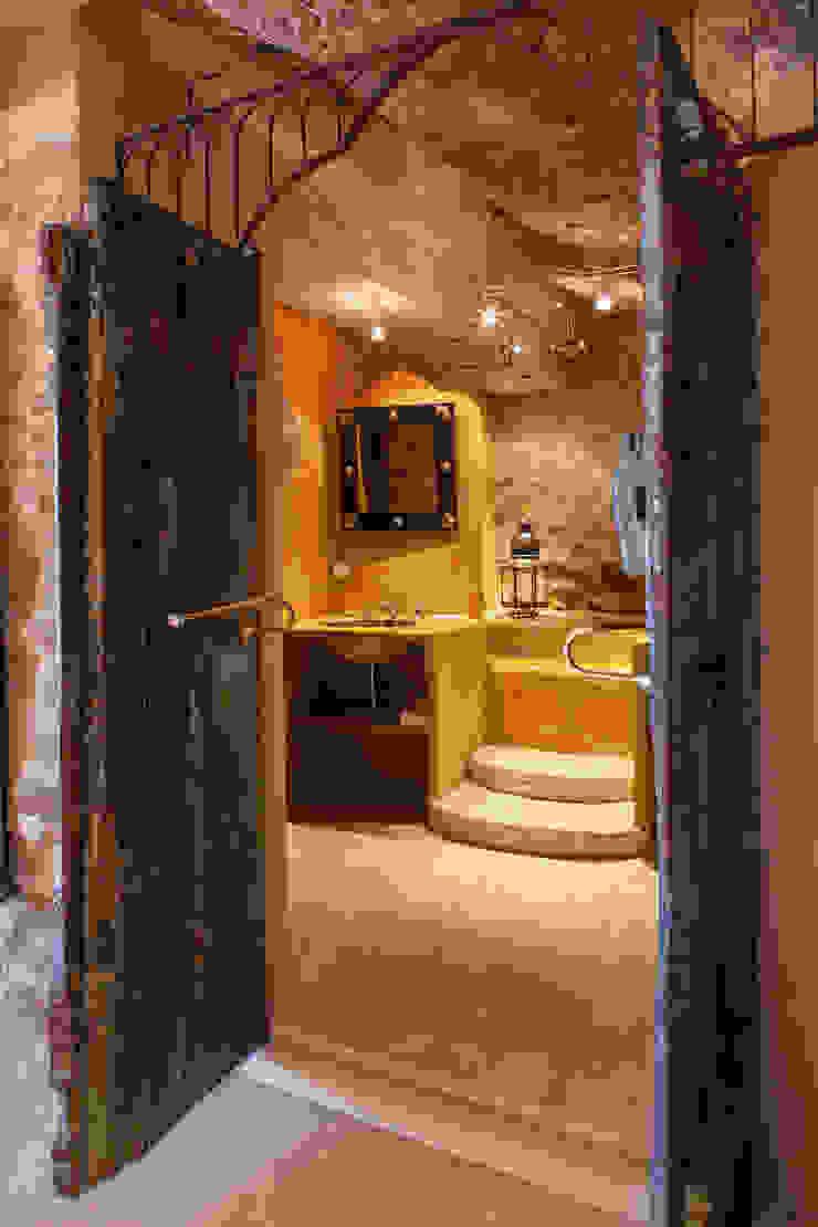 Salle de bain:  de style colonial par Franck Fouquet, Colonial