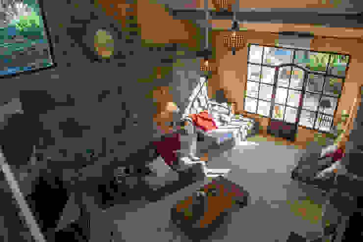 Salon dans une ancienne grange Hôtels coloniaux par Franck Fouquet Colonial