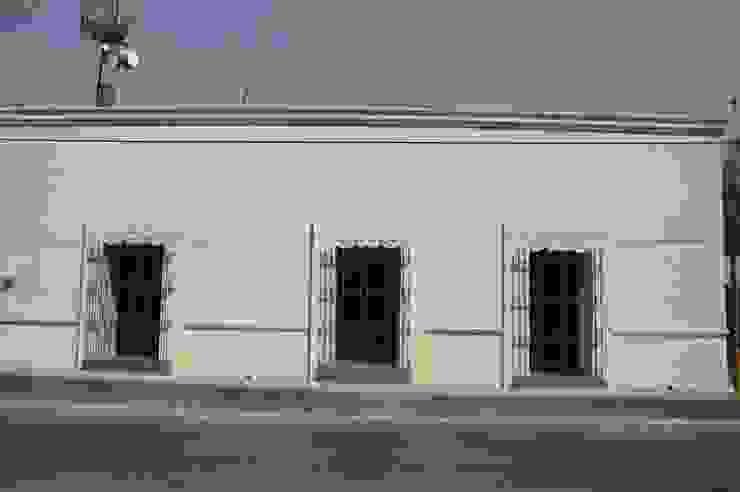 FACHADA CORTéS Arquitectos Casas de estilo colonial