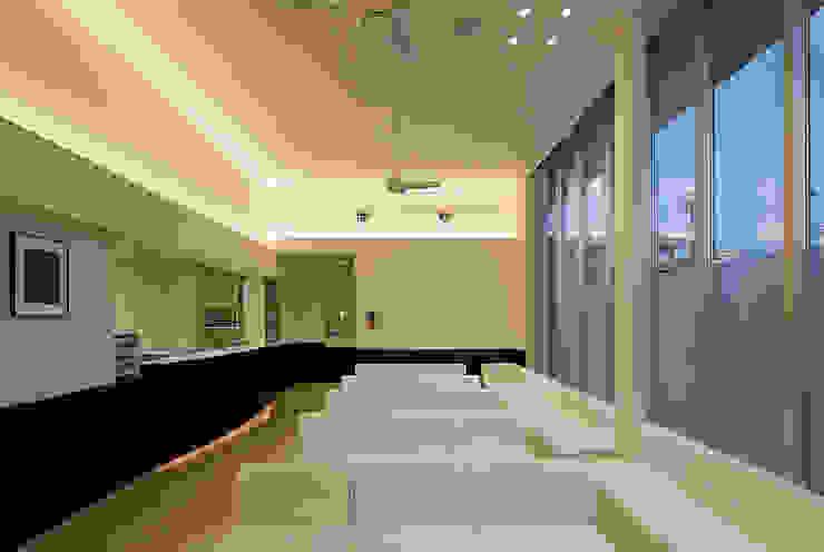 ホテルのように「くつろげる」待合室 モダンな病院 の 株式会社古田建築設計事務所 モダン