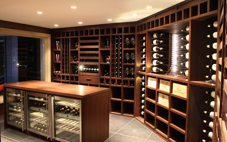 Cave à vin sur mesure en wengé – Courchevel Cave à vin moderne par Degré 12 Moderne Bois Effet bois