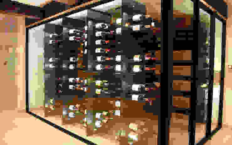 Cave à vin sur mesure métallique - Bastogne Cave à vin moderne par Degré 12 Moderne Fer / Acier