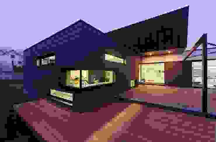 VILLA D Maisons modernes par IDEAA Moderne