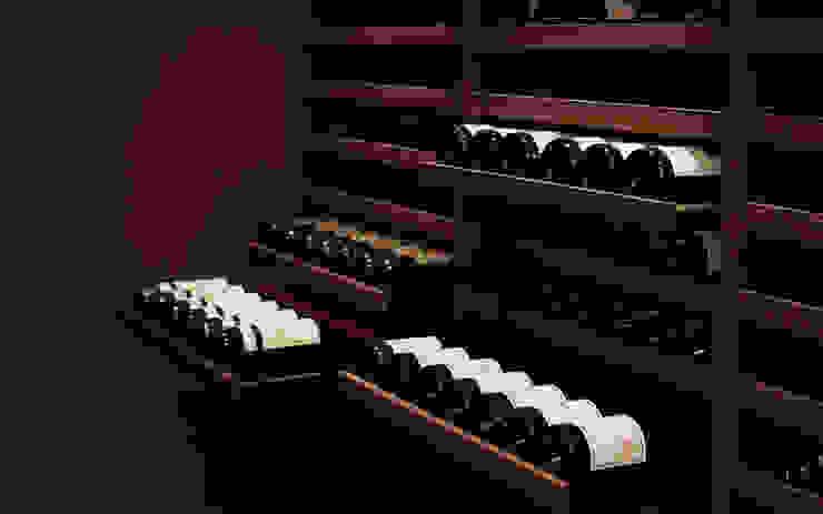 Cave à vin sur mesure en wengé – Luxembourg Cave à vin classique par Degré 12 Classique