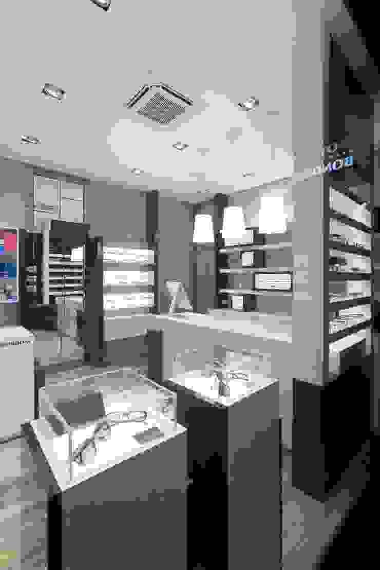 Ottica BONDONI, Magenta (MI) Italy Negozi & Locali commerciali moderni di ARKETIPO DESIGN Moderno