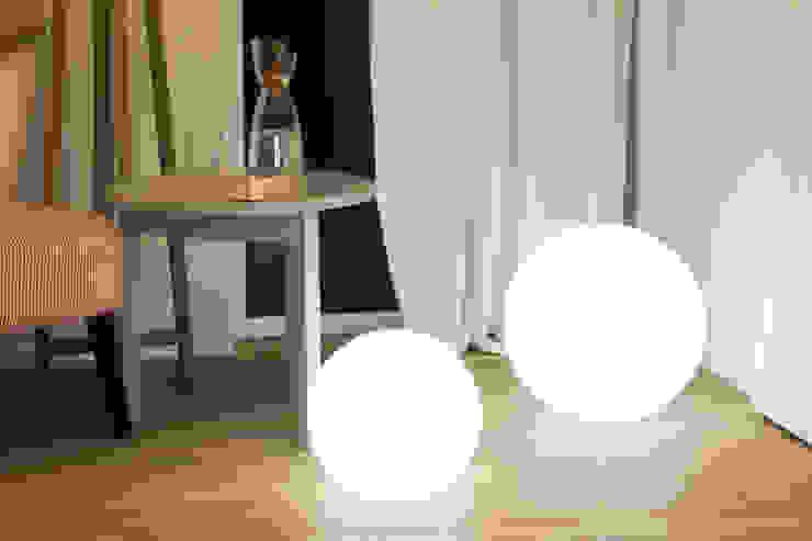 Shining Globe: modern  von 8 seasons design GmbH,Modern