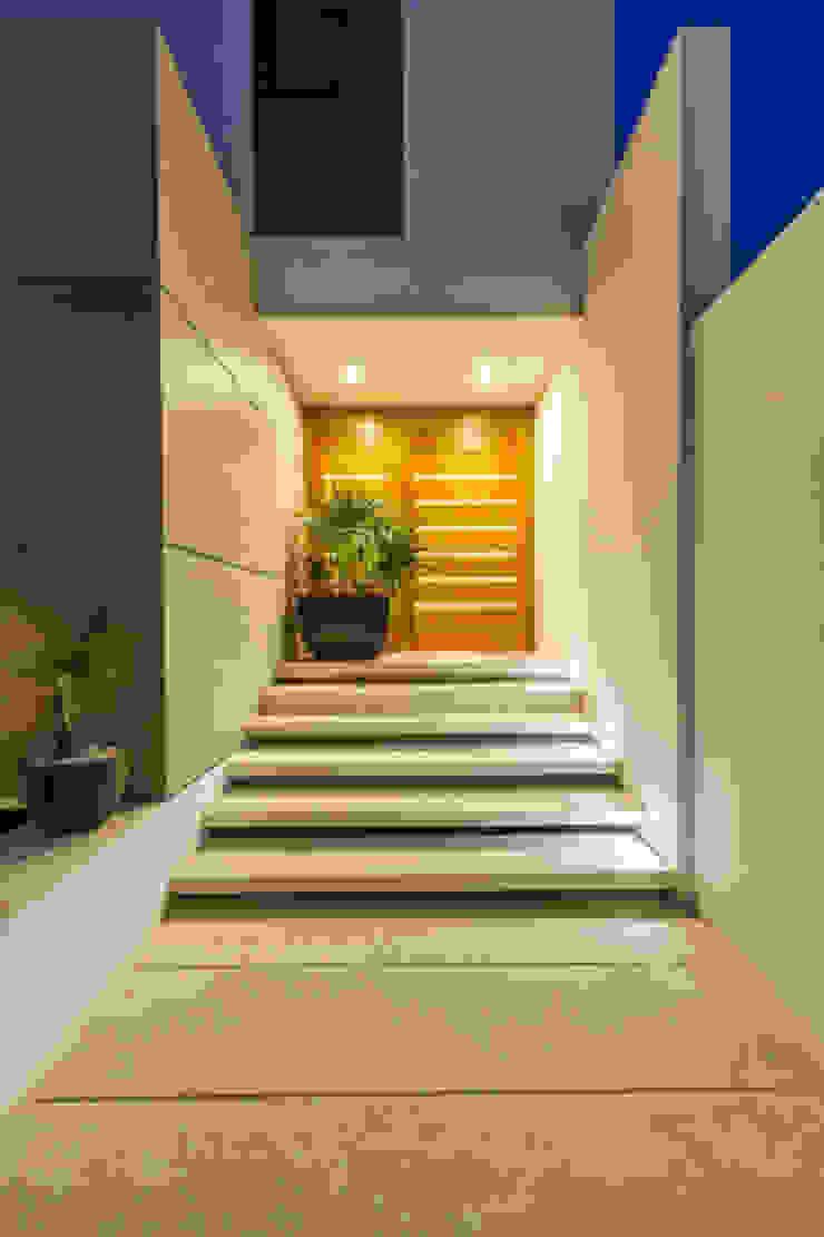 Enrique Cabrera Arquitecto Minimalist corridor, hallway & stairs