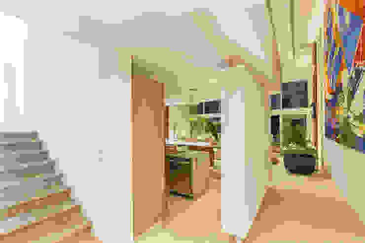 Minimalist corridor, hallway & stairs by Enrique Cabrera Arquitecto Minimalist