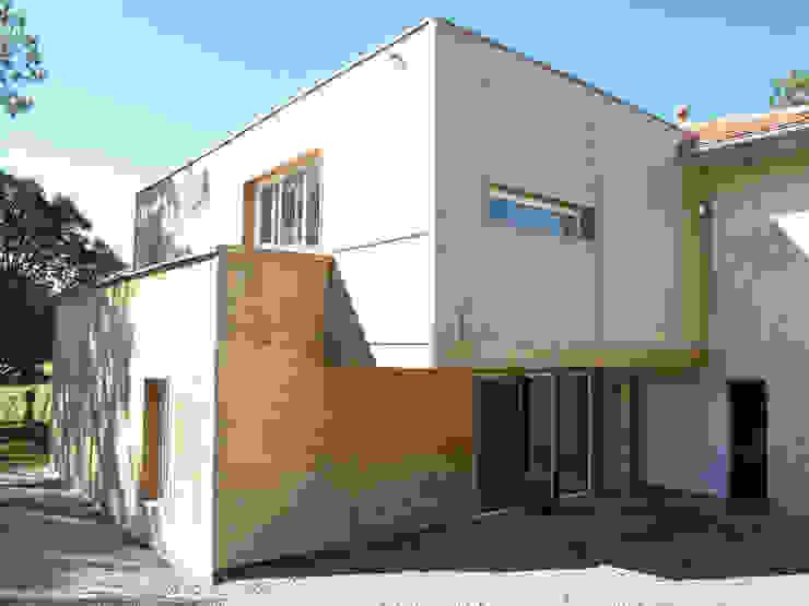 Extension Bois Maisons modernes par ATELIER FABRICE DELETTRE Moderne