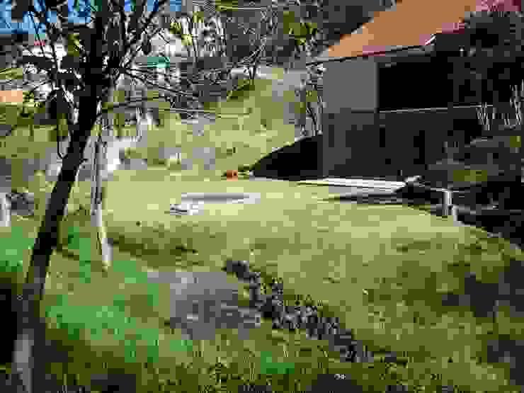 casa canterburry: Jardines de estilo  por CESAR MONCADA S, Moderno