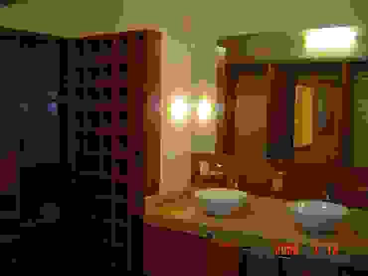 Baño Baños modernos de CESAR MONCADA SALAZAR (L2M ARQUITECTOS S DE RL DE CV) Moderno