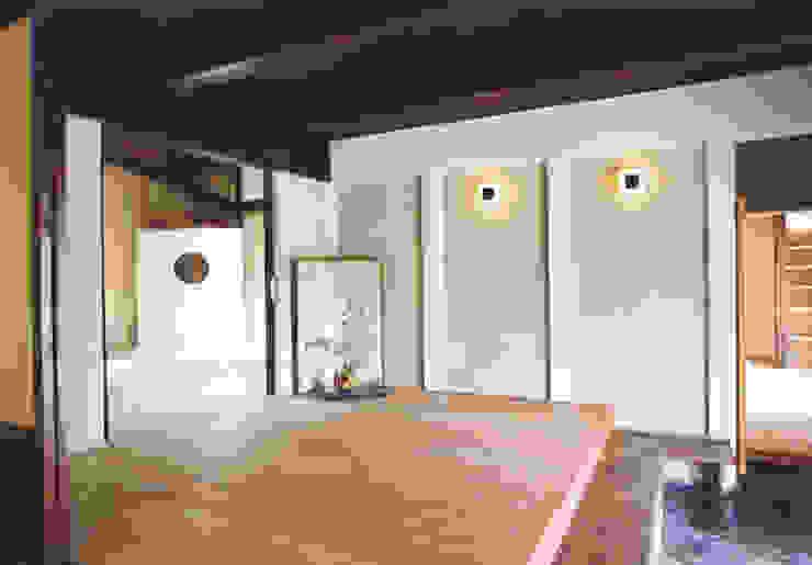 優しく迎え入れる玄関 和風デザインの リビング の 株式会社古田建築設計事務所 和風