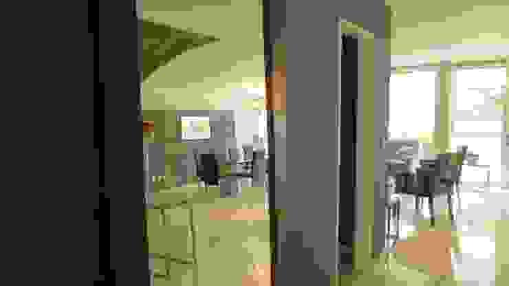 PALMAS 09 Pasillos, vestíbulos y escaleras modernos de NIVEL TRES ARQUITECTURA Moderno