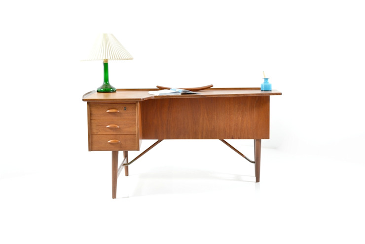 Peter Løvig Nielsen Desk in Teak von Room of Art Skandinavisch